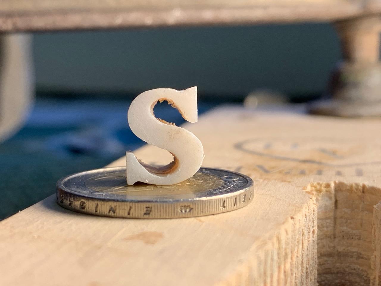 pearl-cutting-letters-arnaldo-lopez