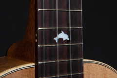 Arnaldo-Lopez-gitaarbouw-Tenor-ukelele-dolphin-mother-of-pearl-inlay-